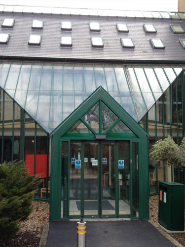 Glass atrium cleaning service